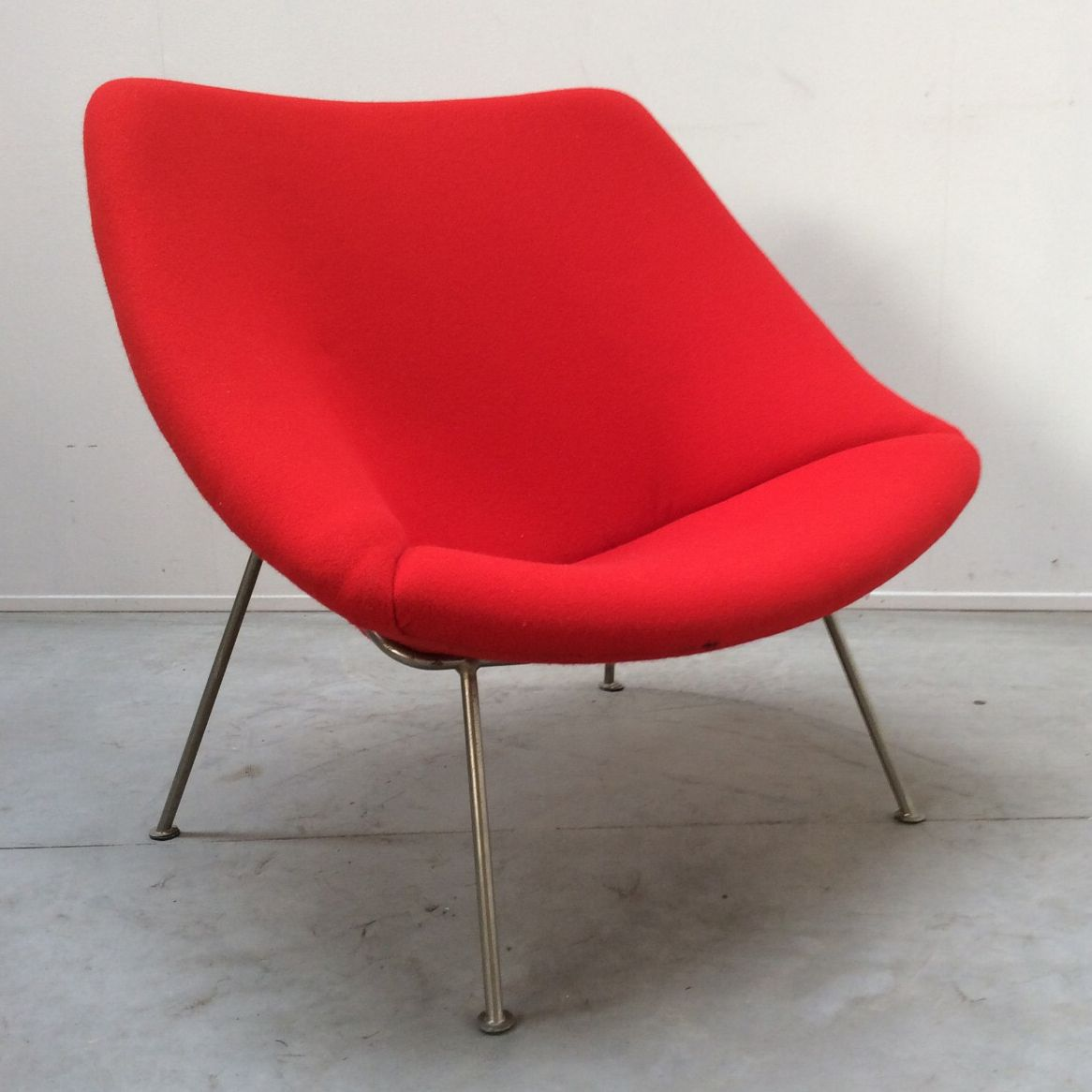 Vintage dutch oyster chair by pierre paulin for artifort for Dutch design chair uk