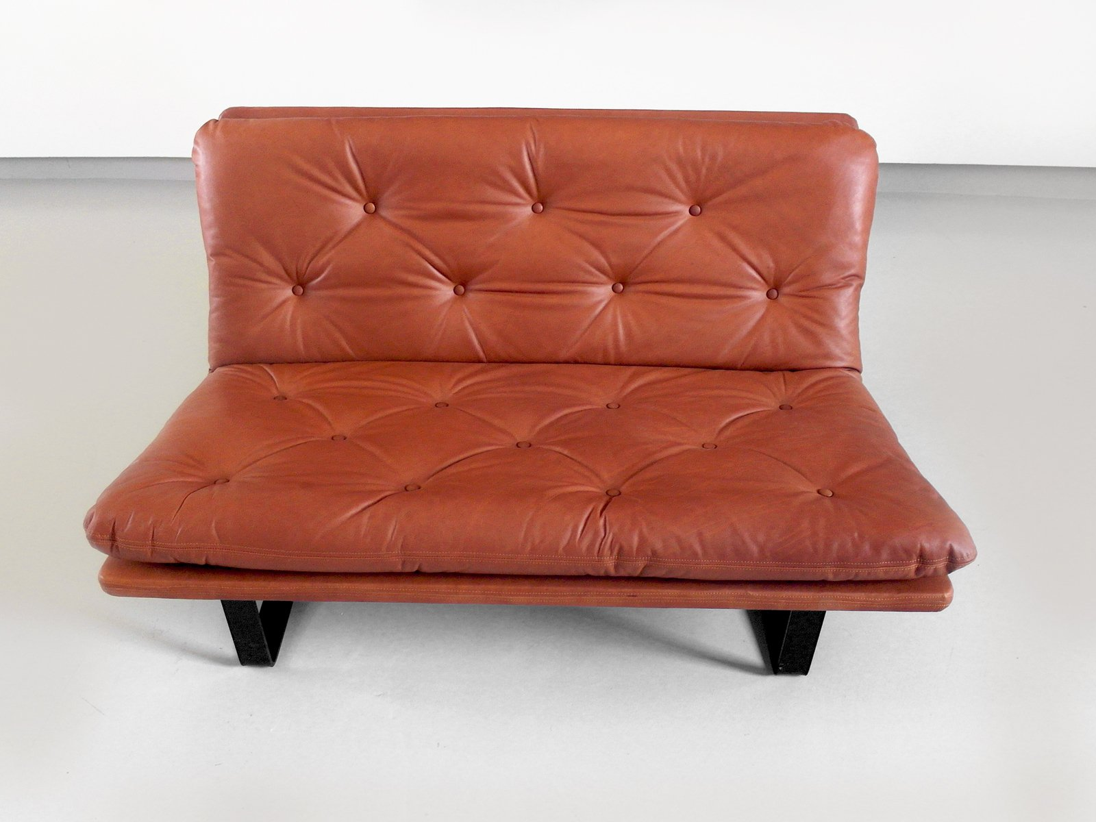 Vintage Loveseat In Cognac Leather By Kho Liang Ie For Artifort For Sale At Pamono