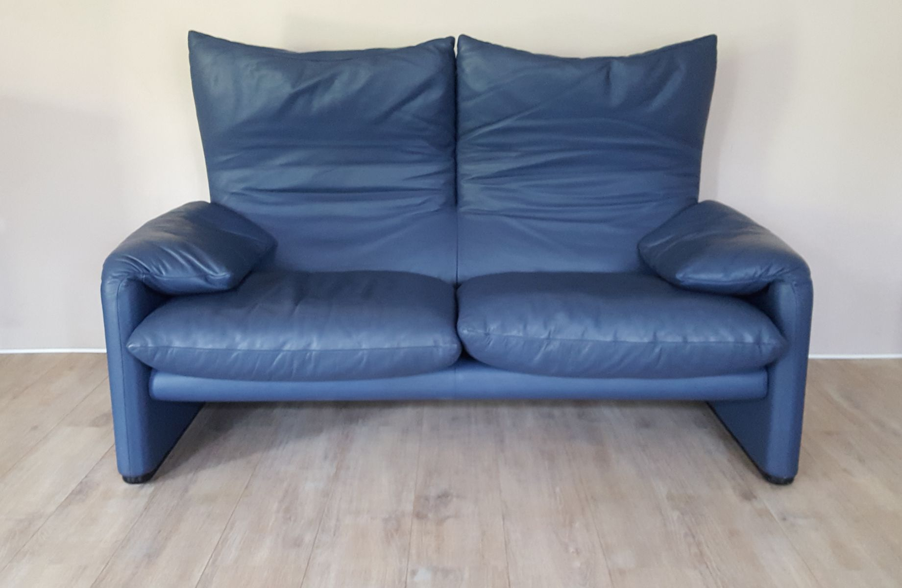 Maralunga 2 seater sofa in blue leather by vico for Blue leather sofa