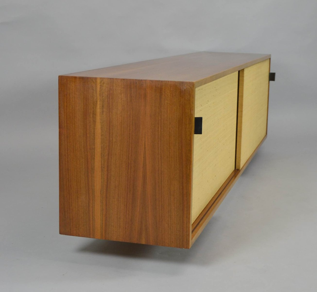 schwebender vintage schrank mit schiebet ren von florence knoll f r knoll bei pamono kaufen. Black Bedroom Furniture Sets. Home Design Ideas