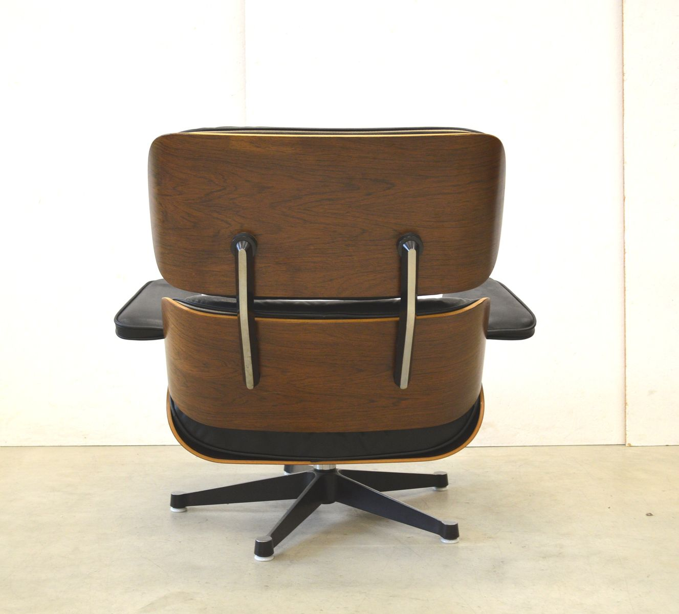 rosewood lounge chair by ray charles eames for herman. Black Bedroom Furniture Sets. Home Design Ideas
