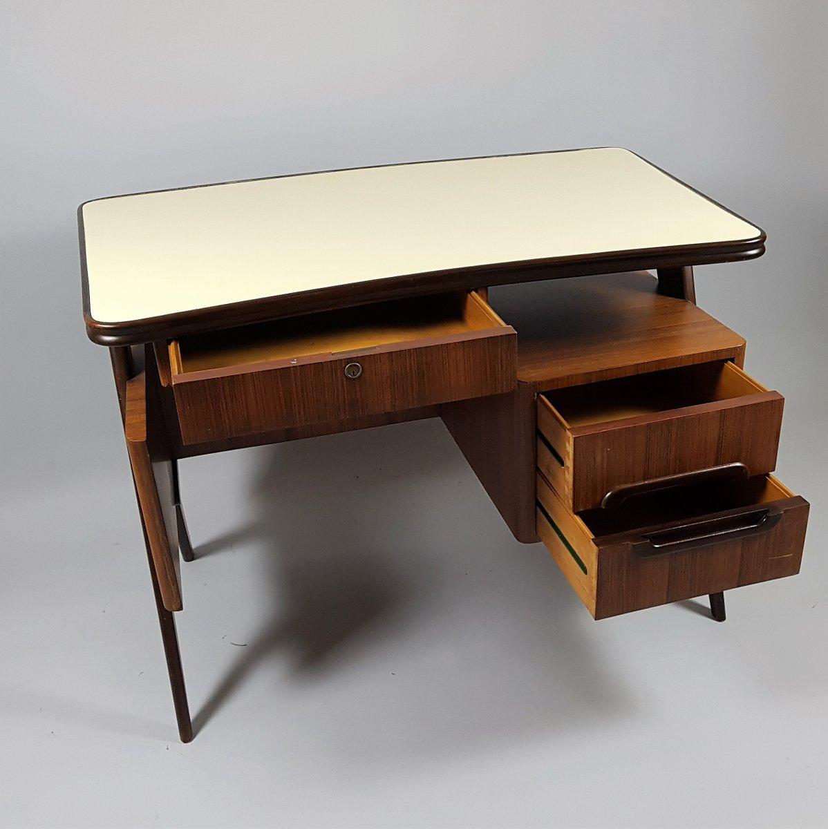 kleiner italienischer vintage schreibtisch 1950er bei pamono kaufen. Black Bedroom Furniture Sets. Home Design Ideas