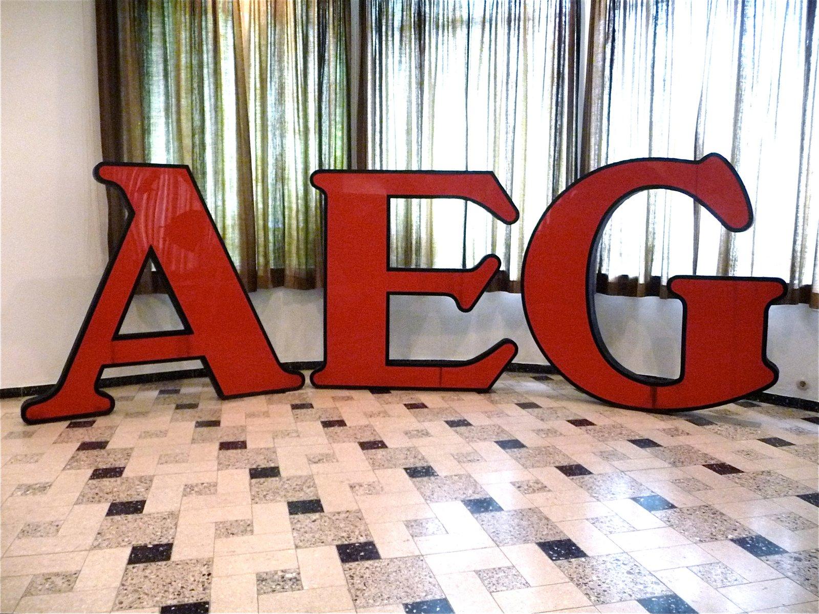 German Aeg Company Logo Letters By Peter Behrens En Venta En Pamono # Muebles Peter Behrens