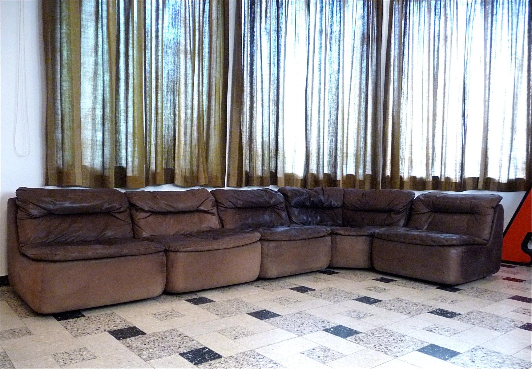 canap d angle modulaire courb en cuir par friedrich hill. Black Bedroom Furniture Sets. Home Design Ideas
