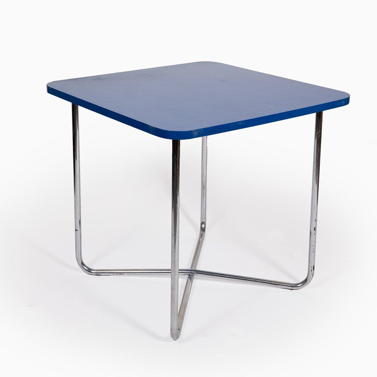 blauer vintage tisch mit einem gestell aus chromrohr bei. Black Bedroom Furniture Sets. Home Design Ideas