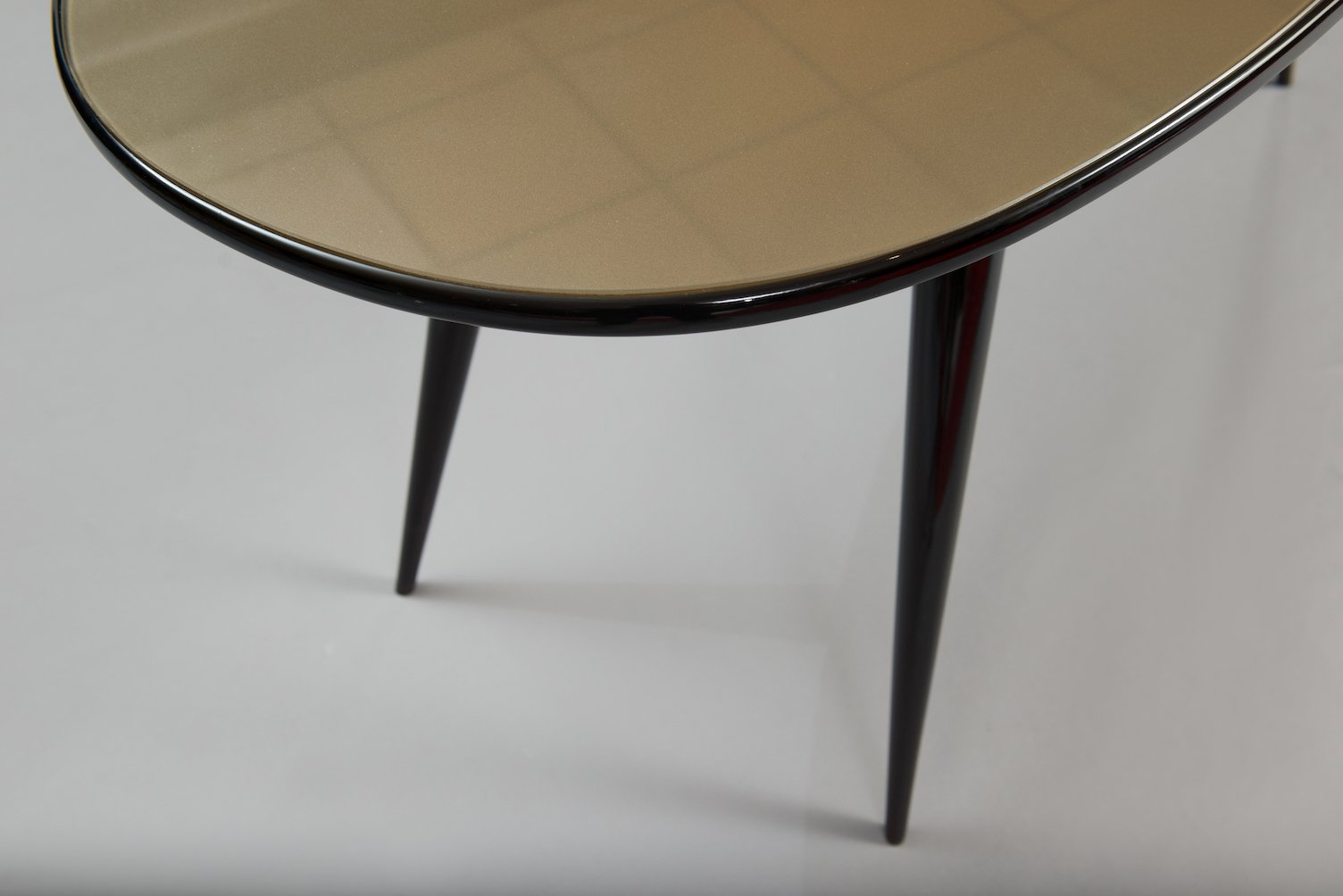 Mid century oval italian dining table for sale at pamono for Italian dining table