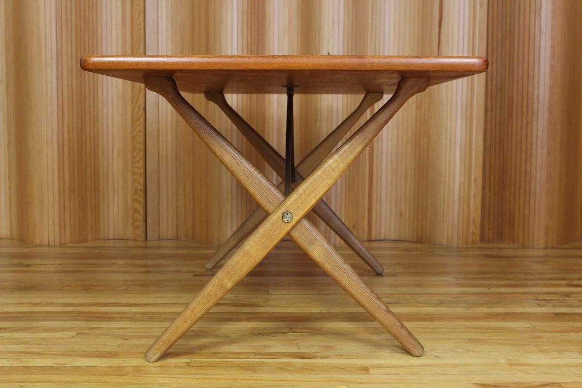 Oak teak sawhorse dining table by hans j wegner for for Table 6 handbook 44