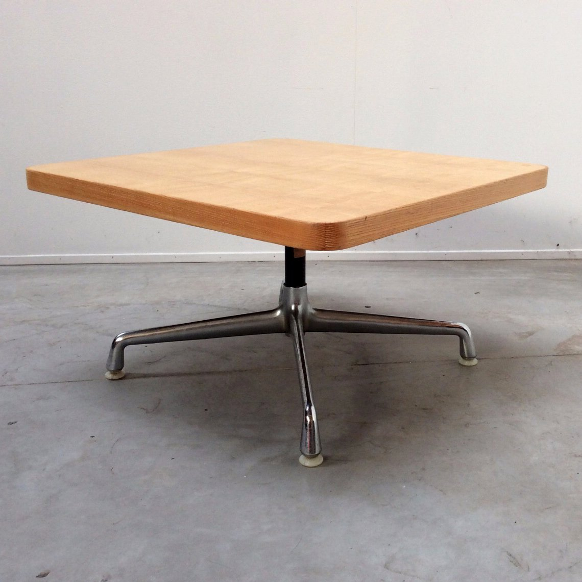 vintage american coffee table by charles eames for herman. Black Bedroom Furniture Sets. Home Design Ideas
