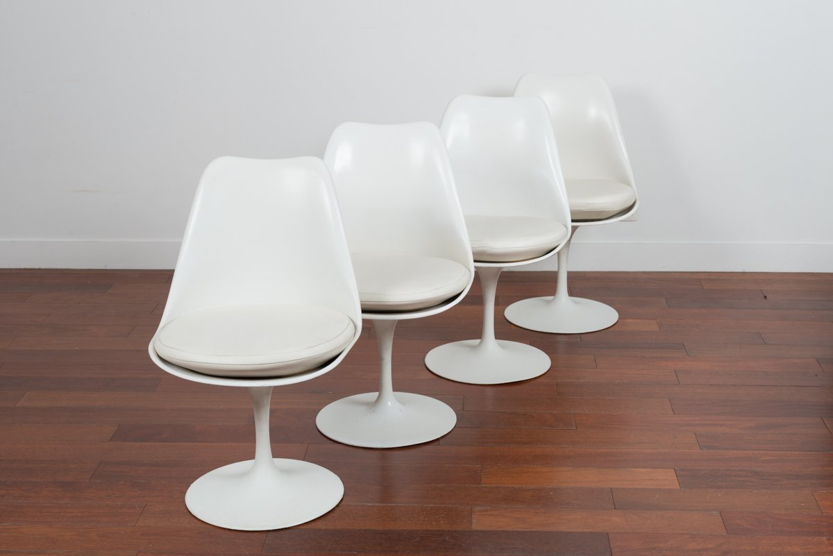 Vintage white tulip chairs by eero saarinen for ed knoll for Eero saarinen tulip armchair