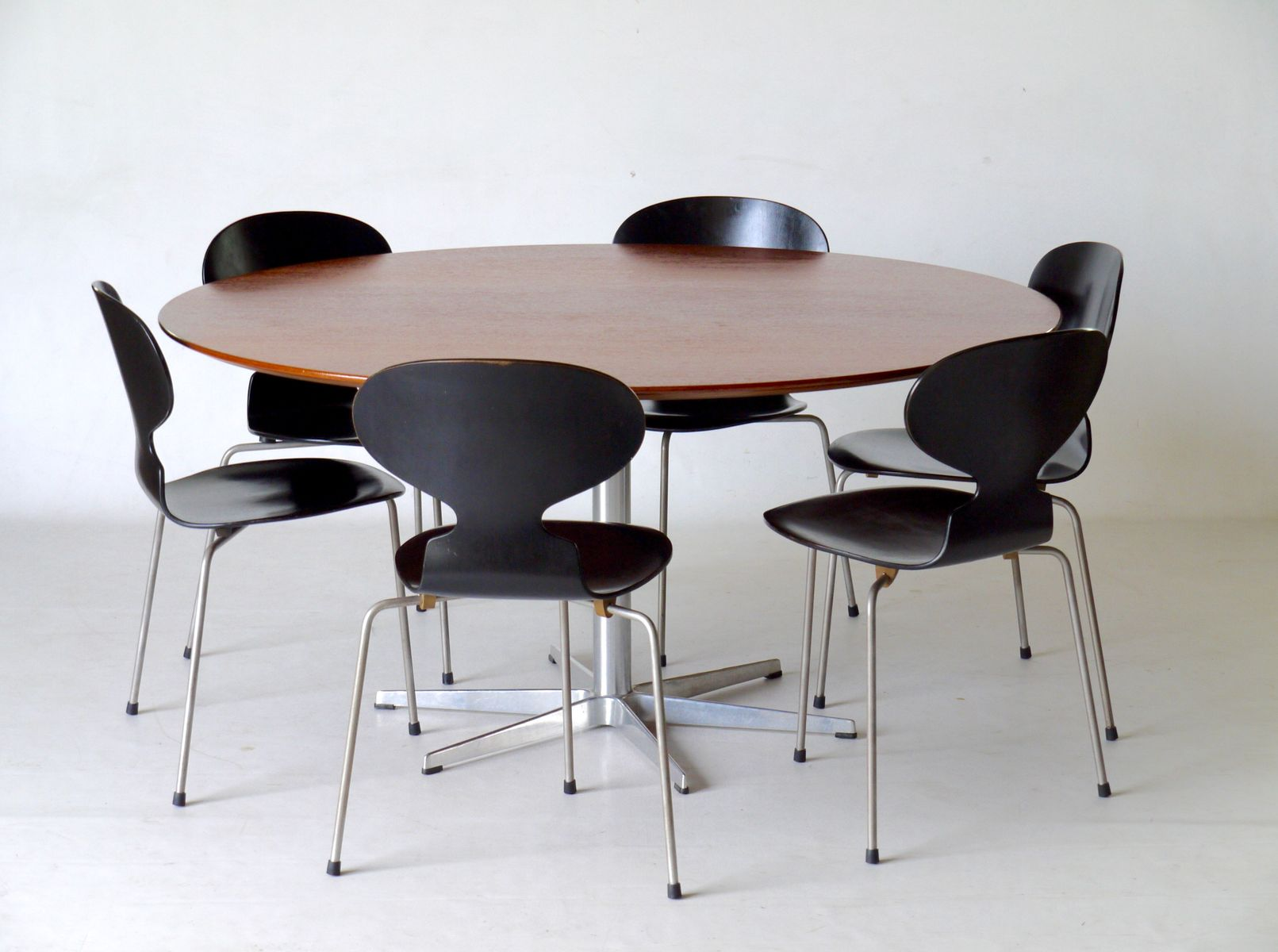 Vintage Danish 6 Star Table with 6 Ant Chairs by Arne Jacobsen for