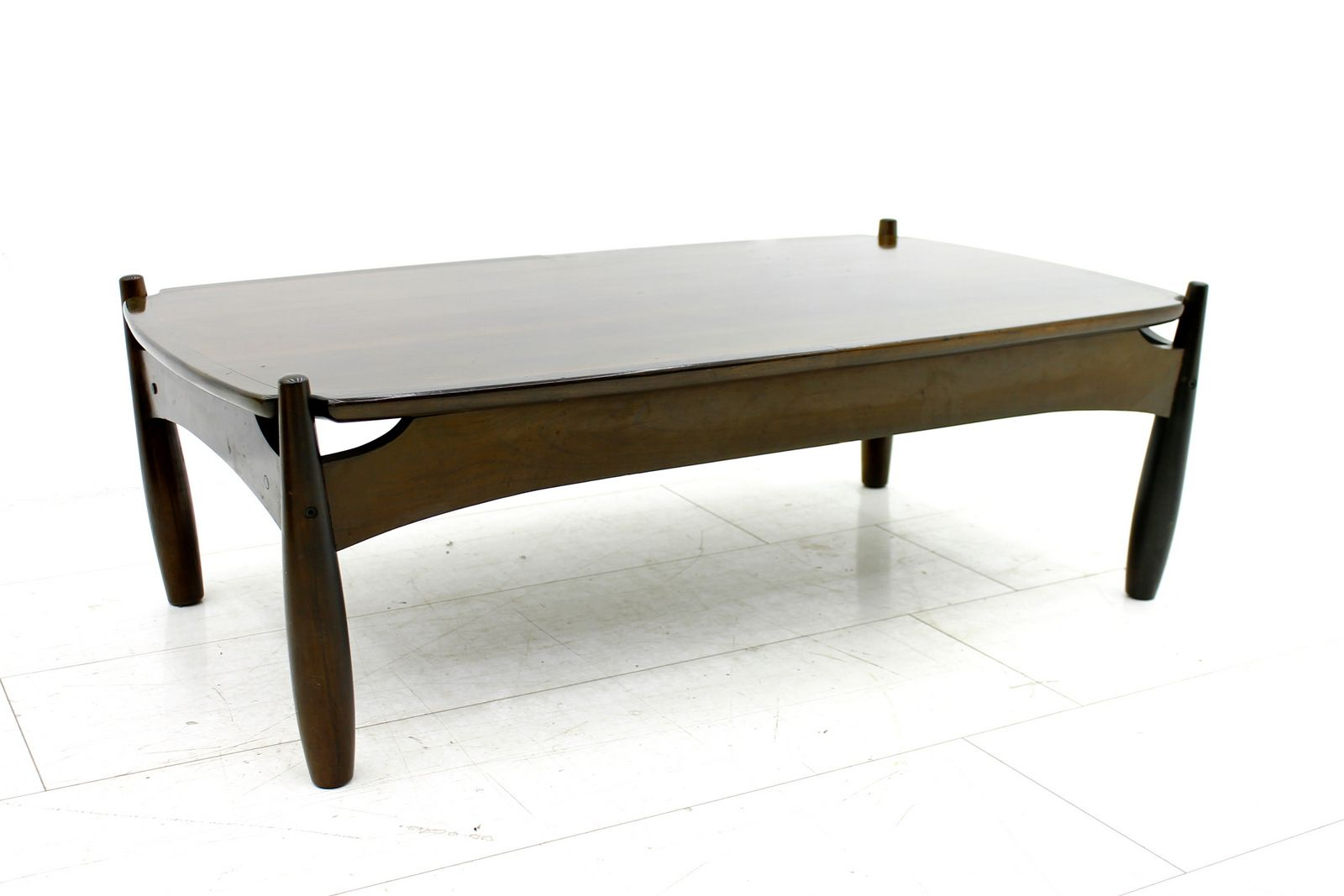 Mole series coffee table by sergio rodrigues 1962 for for Serie a table 99 00