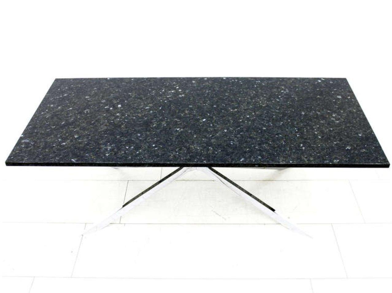 Schwerer verchromter tisch aus stahl labrador granit for Tisch aus granit