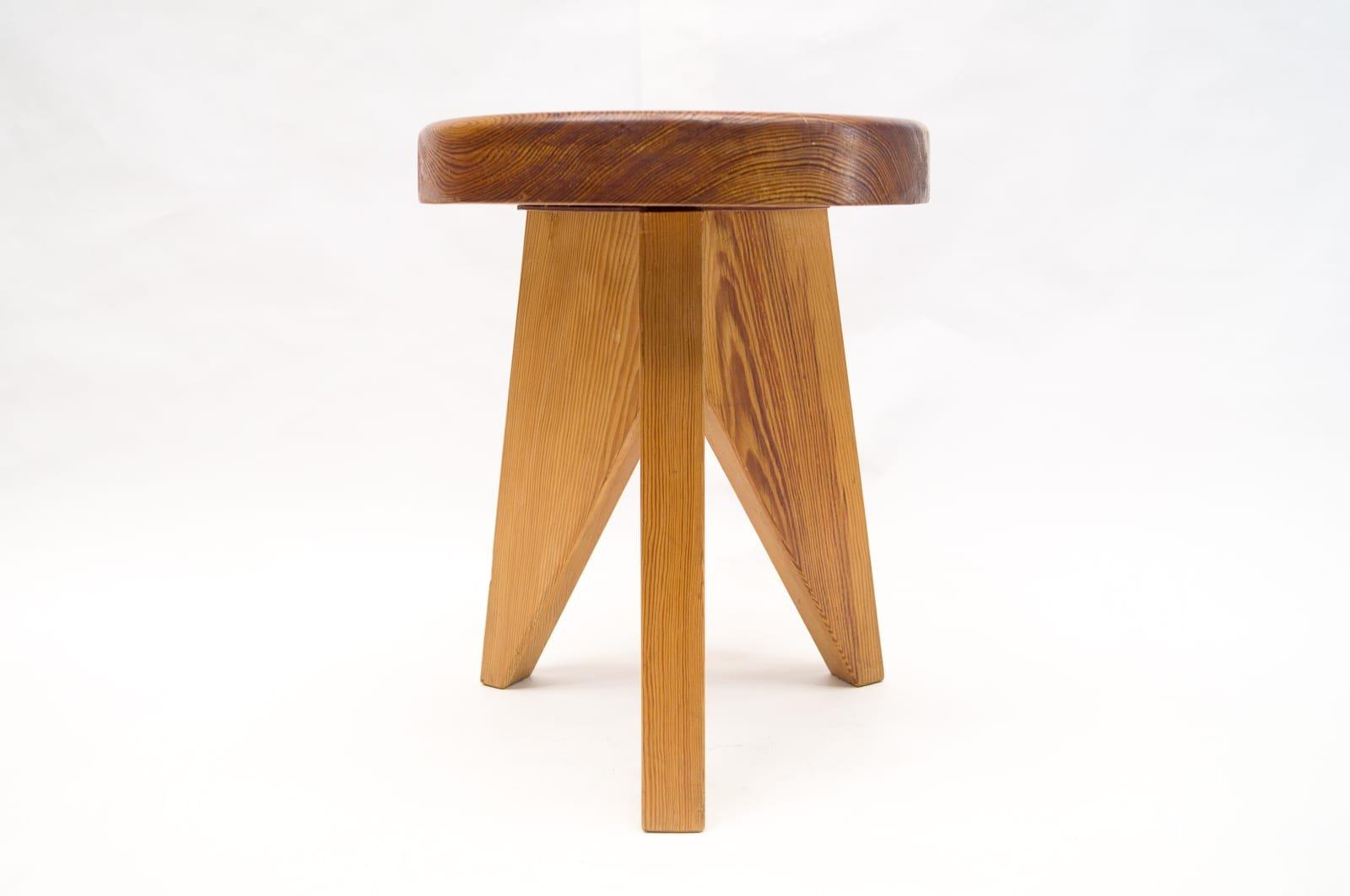 dreibeiniger franz sischer hocker aus holz 1960er bei. Black Bedroom Furniture Sets. Home Design Ideas