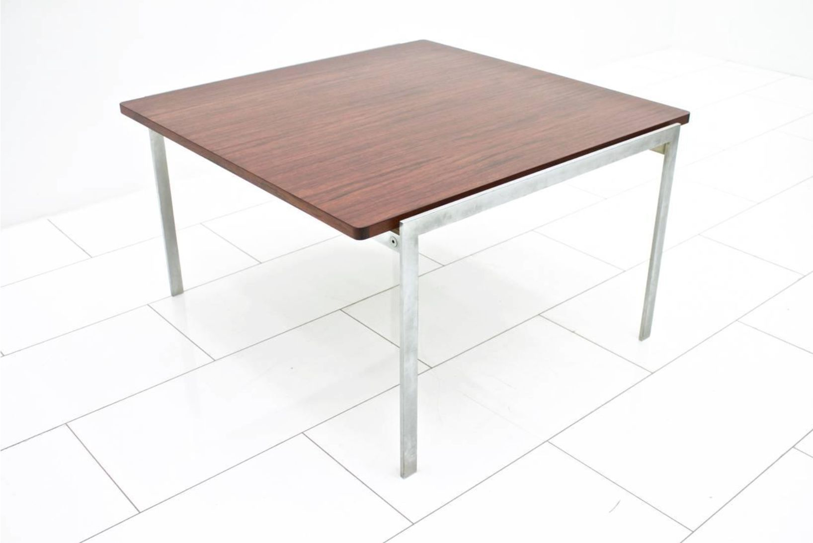 Vintage model 3501 sofa table by arne jacobsen for fritz for Sofa table rules