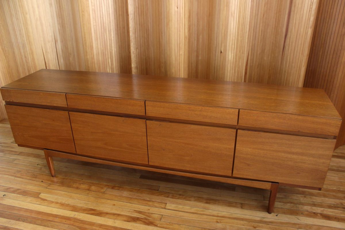 Model fa66 teak sideboard by ib kofod larsen for faarup for Sideboard fa r wohnzimmer