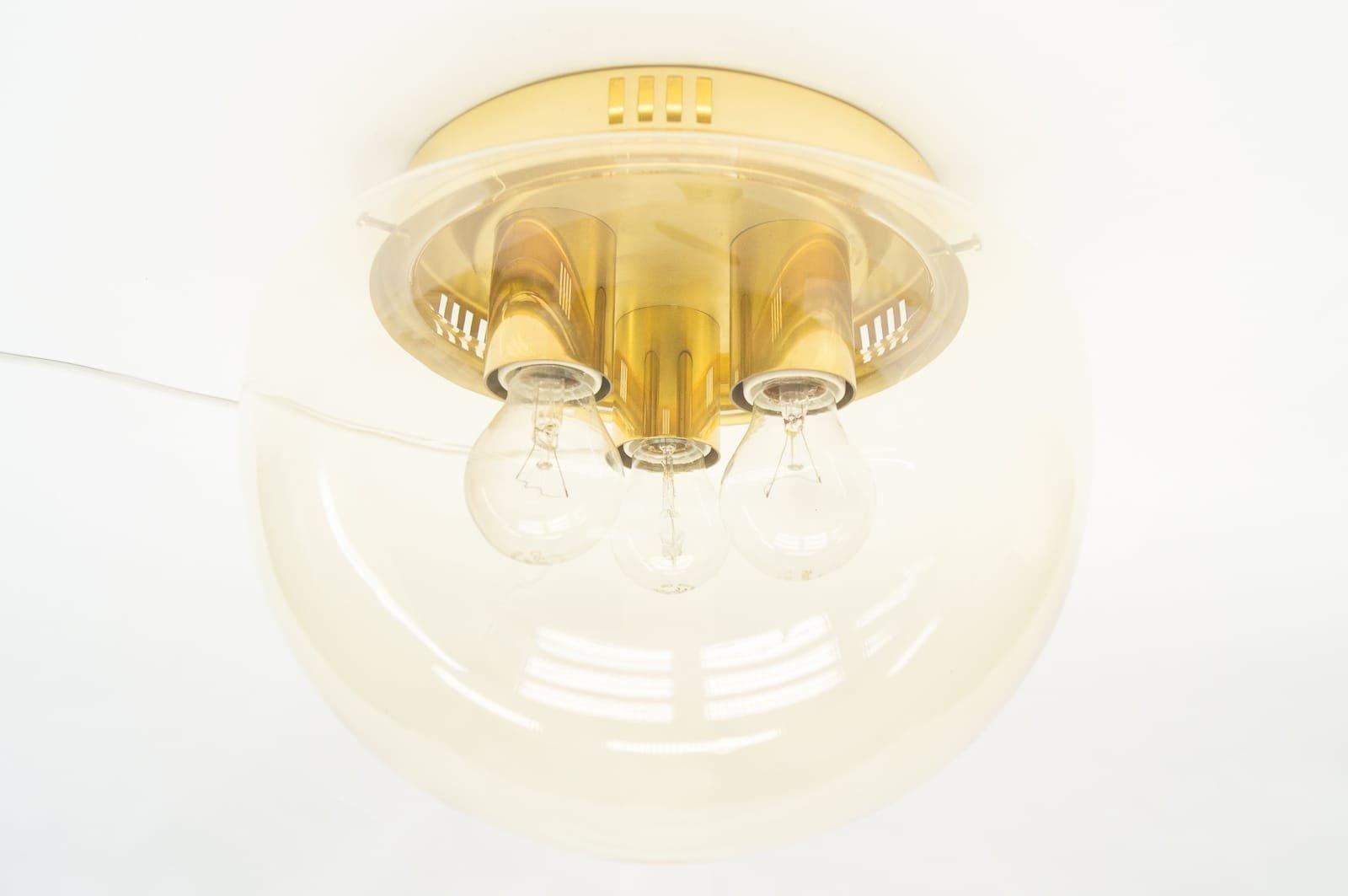 gro e bernsteinfarbene lampe aus glas 1960er bei pamono kaufen. Black Bedroom Furniture Sets. Home Design Ideas