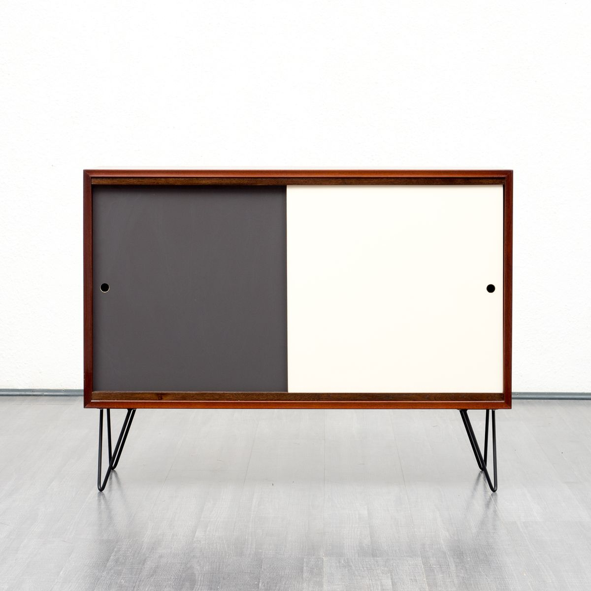 mid century teak sideboard mit farbigen t ren 1960er bei pamono kaufen. Black Bedroom Furniture Sets. Home Design Ideas
