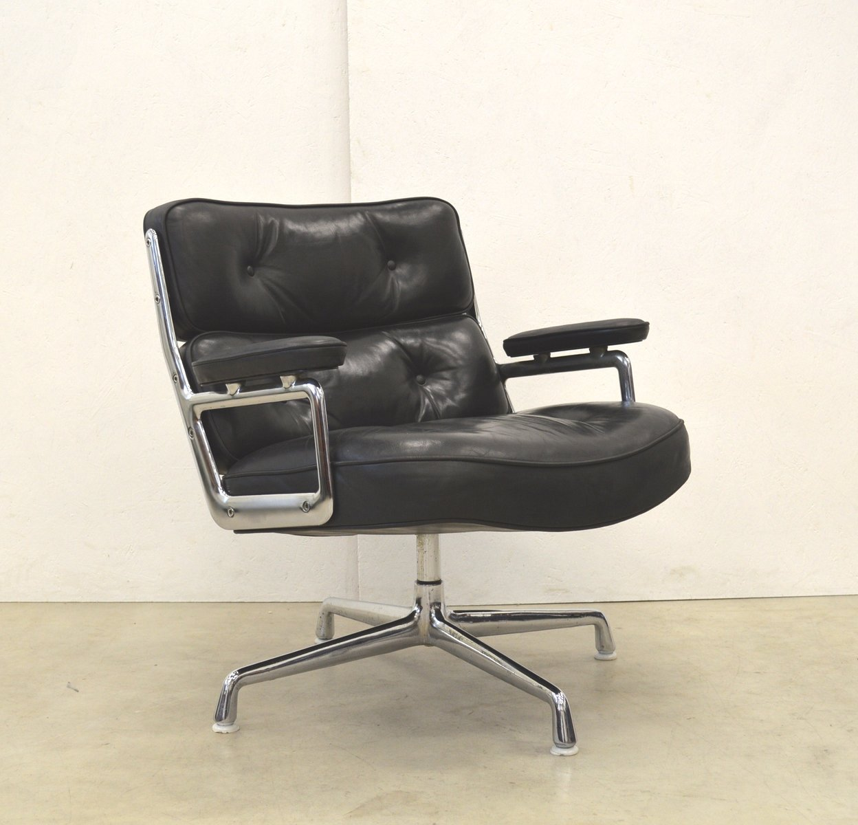 american es105 lobby chair by charles ray eames for herman miller 1970s for sale at pamono. Black Bedroom Furniture Sets. Home Design Ideas
