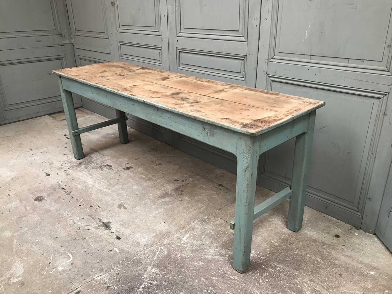 Vintage french wooden table for sale at pamono for Holztisch couch