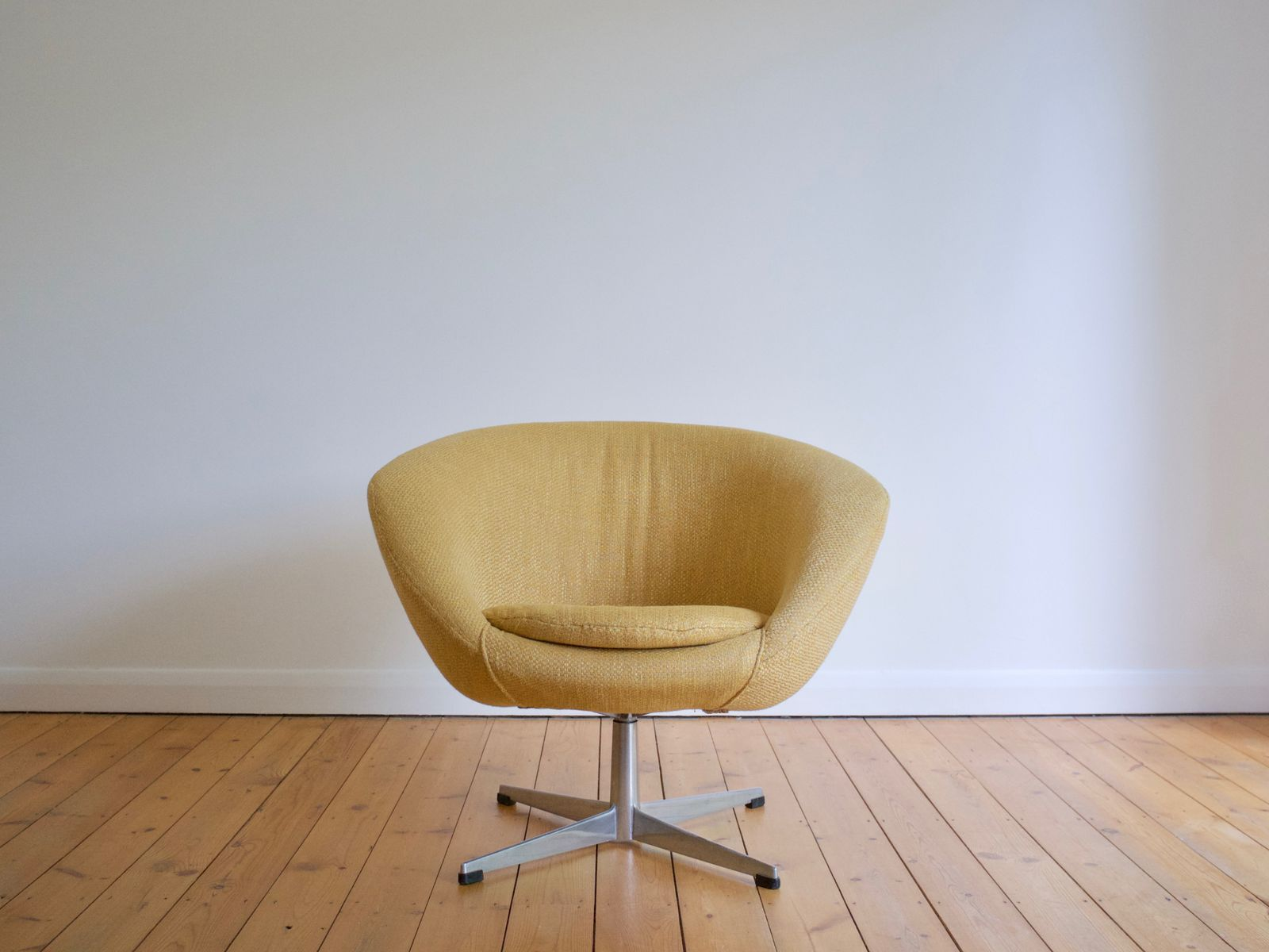 Swedish Swivel Lounge Chair from Overman AB 1960s for sale at Pamono