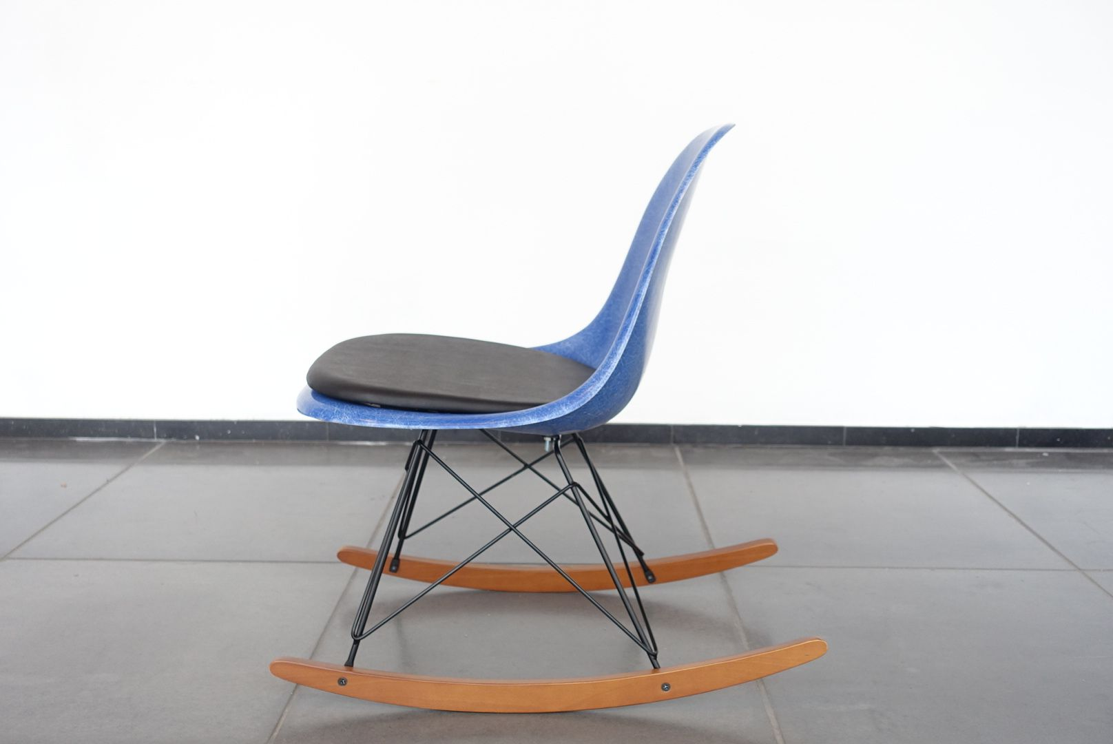 DSW Side Rocking Chair by Charles & Ray Eames for Herman Miller, 1970s for sale at Pamono