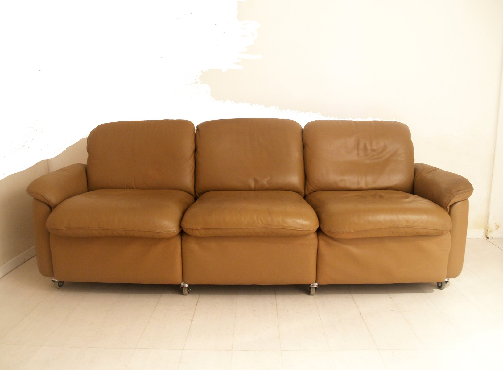 vintage leather three seater sofa from de sede for sale at pamono. Black Bedroom Furniture Sets. Home Design Ideas