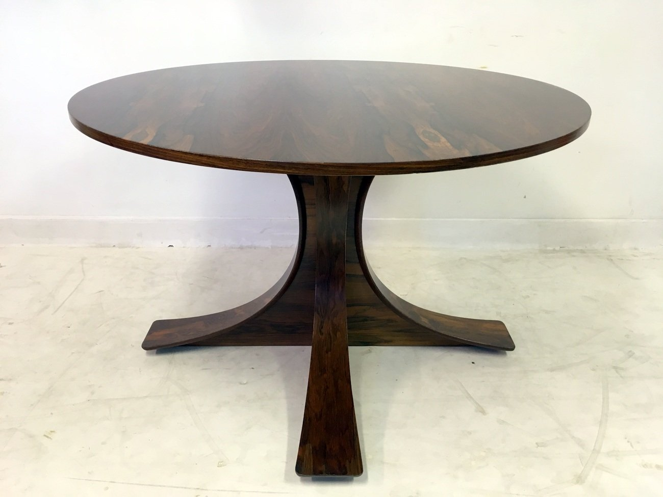 Italian Rosewood Dining Table 1950s for sale at Pamono : italian rosewood dining table 1950s 8 from www.pamono.com size 1300 x 975 jpeg 201kB