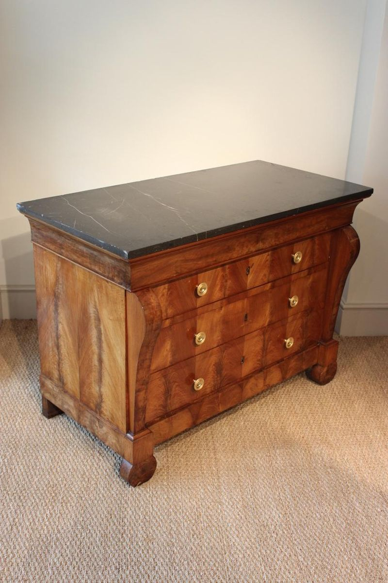 antique french walnut commode for sale at pamono. Black Bedroom Furniture Sets. Home Design Ideas