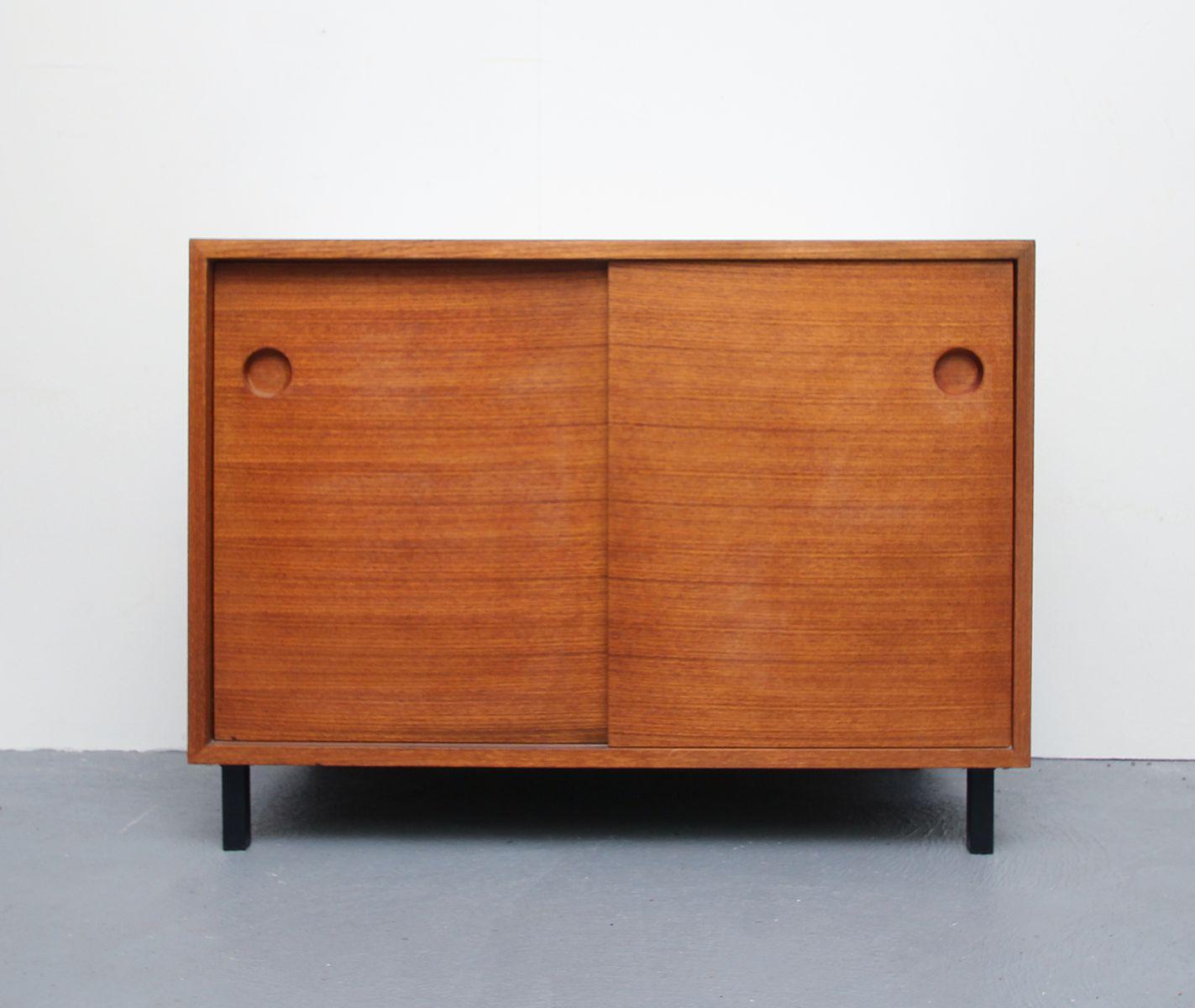 sideboard aus teak furnier resopal mit schiebet ren. Black Bedroom Furniture Sets. Home Design Ideas