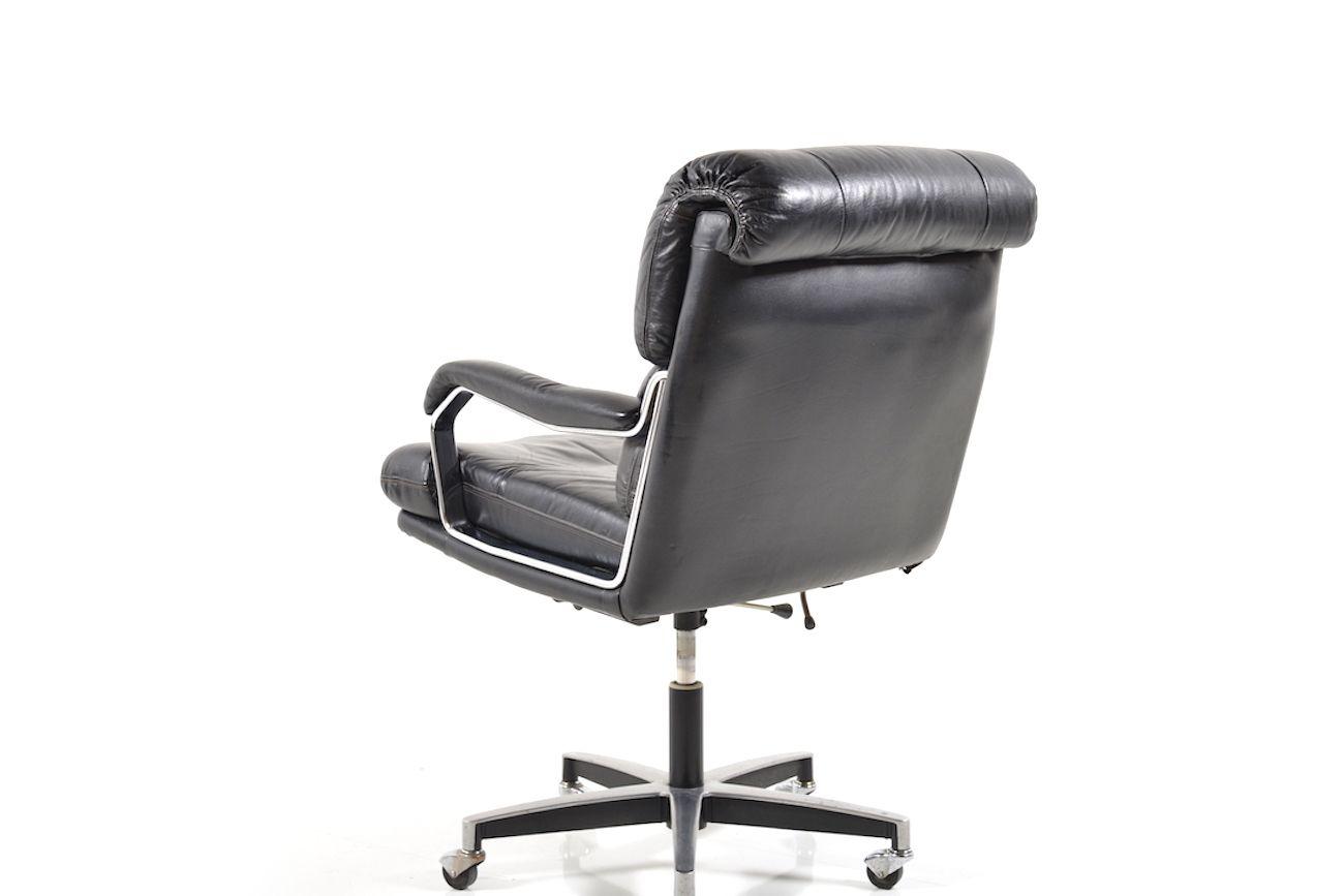 mid century leder schreibtischstuhl bei pamono kaufen. Black Bedroom Furniture Sets. Home Design Ideas