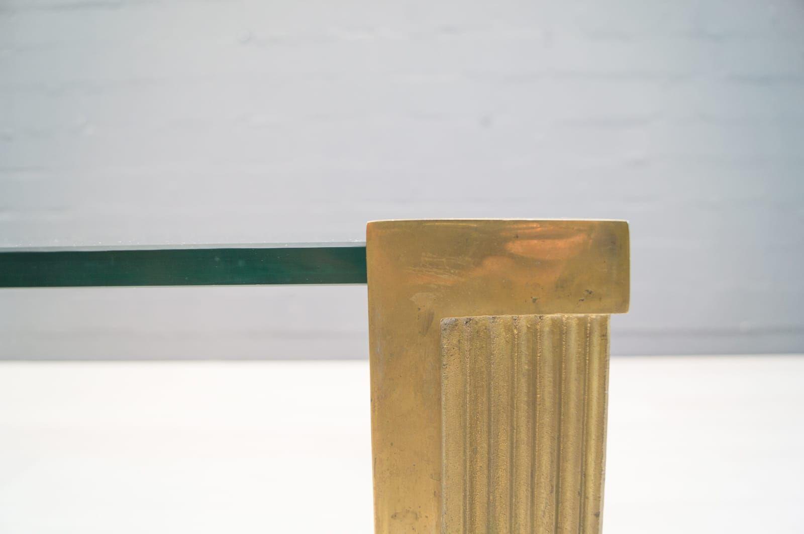 Großer Modell T14 Messing & Glas Couchtisch von Peter