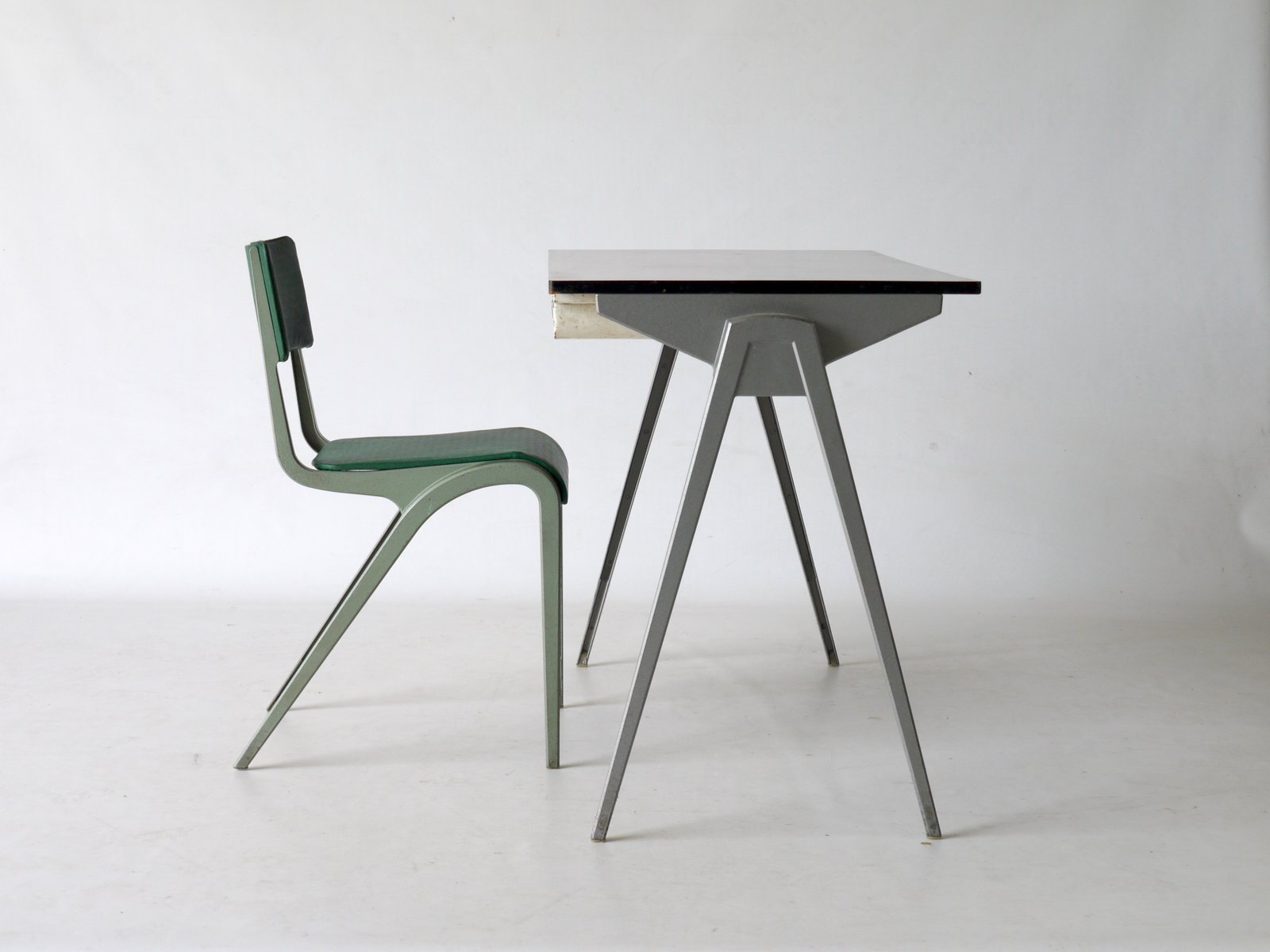 Desk & Chair by James Leonard for ESA 1950s for sale at Pamono