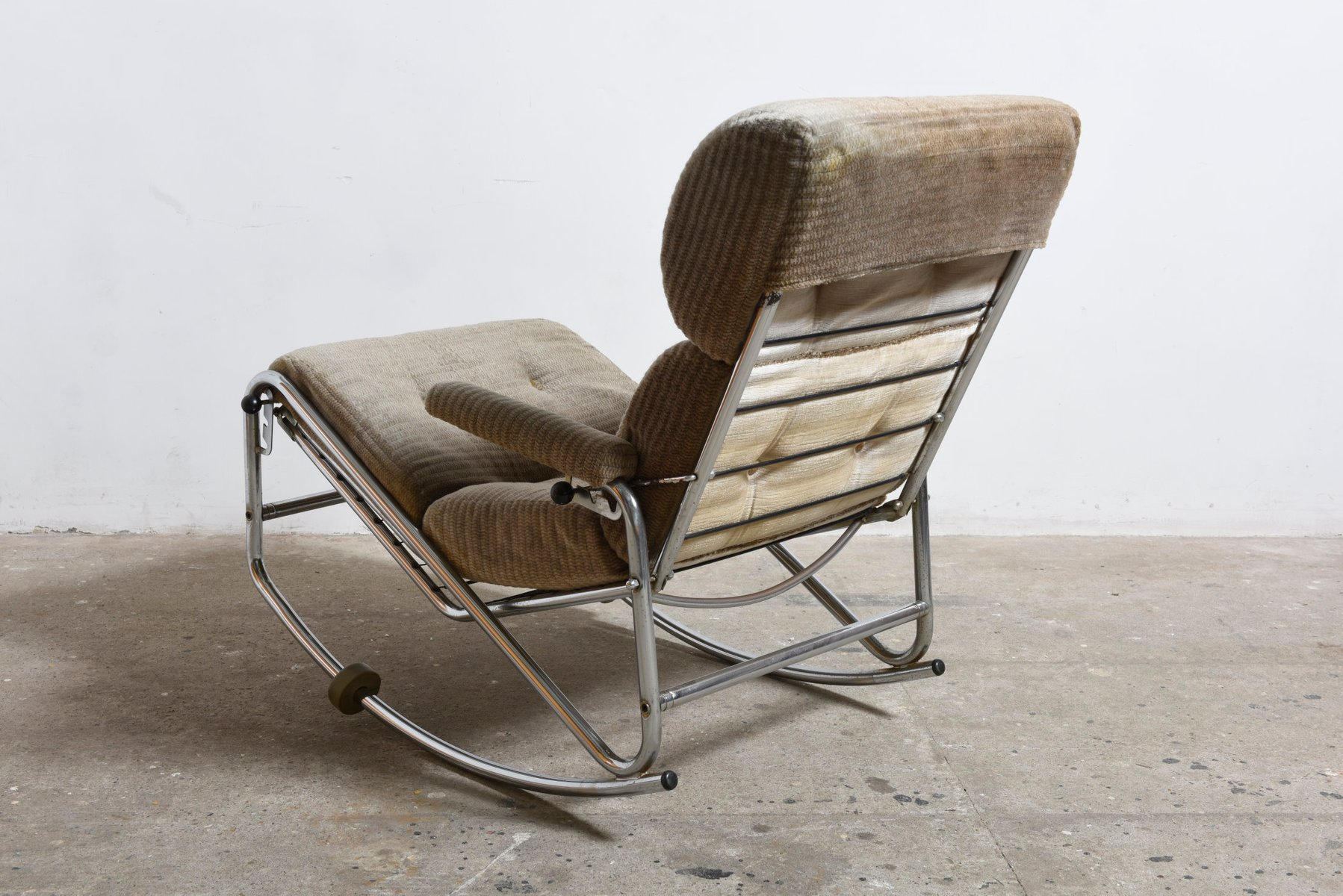 verchromter mid century modern schaukelstuhl 1960er bei pamono kaufen. Black Bedroom Furniture Sets. Home Design Ideas