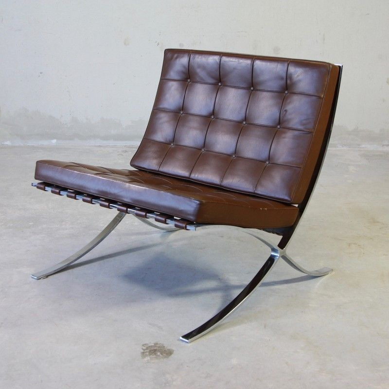 barcelona chair by mies van der rohe for knoll. Black Bedroom Furniture Sets. Home Design Ideas