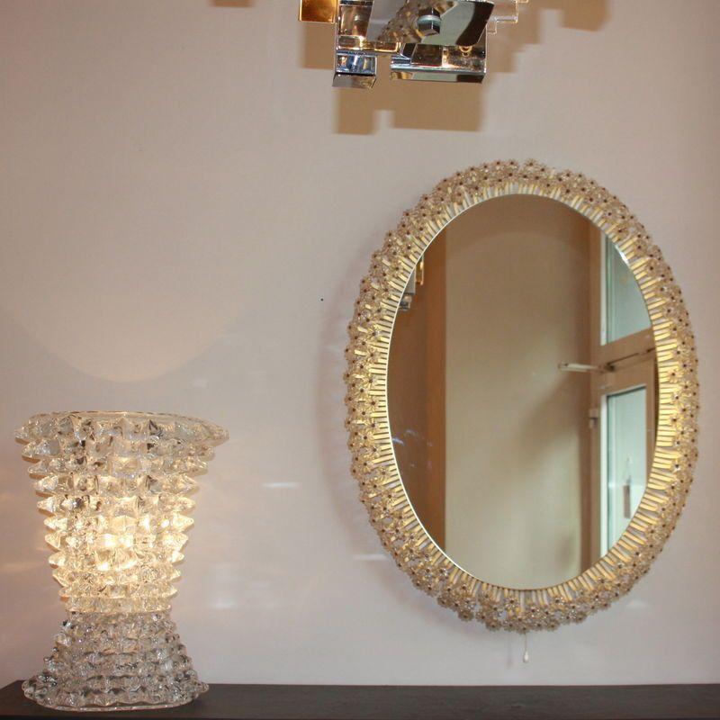 gro er beleuchteter ovaler spiegel mit bl ten 1960er bei pamono kaufen. Black Bedroom Furniture Sets. Home Design Ideas