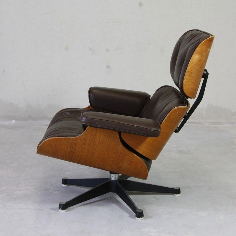 Lounge chair by charles ray eames for mobilier for Eames mobilier