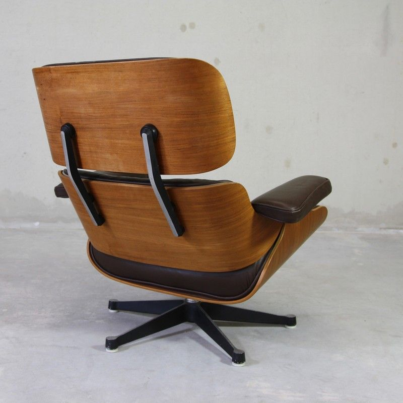 Lounge chair by charles ray eames for mobilier for Mobilier eames