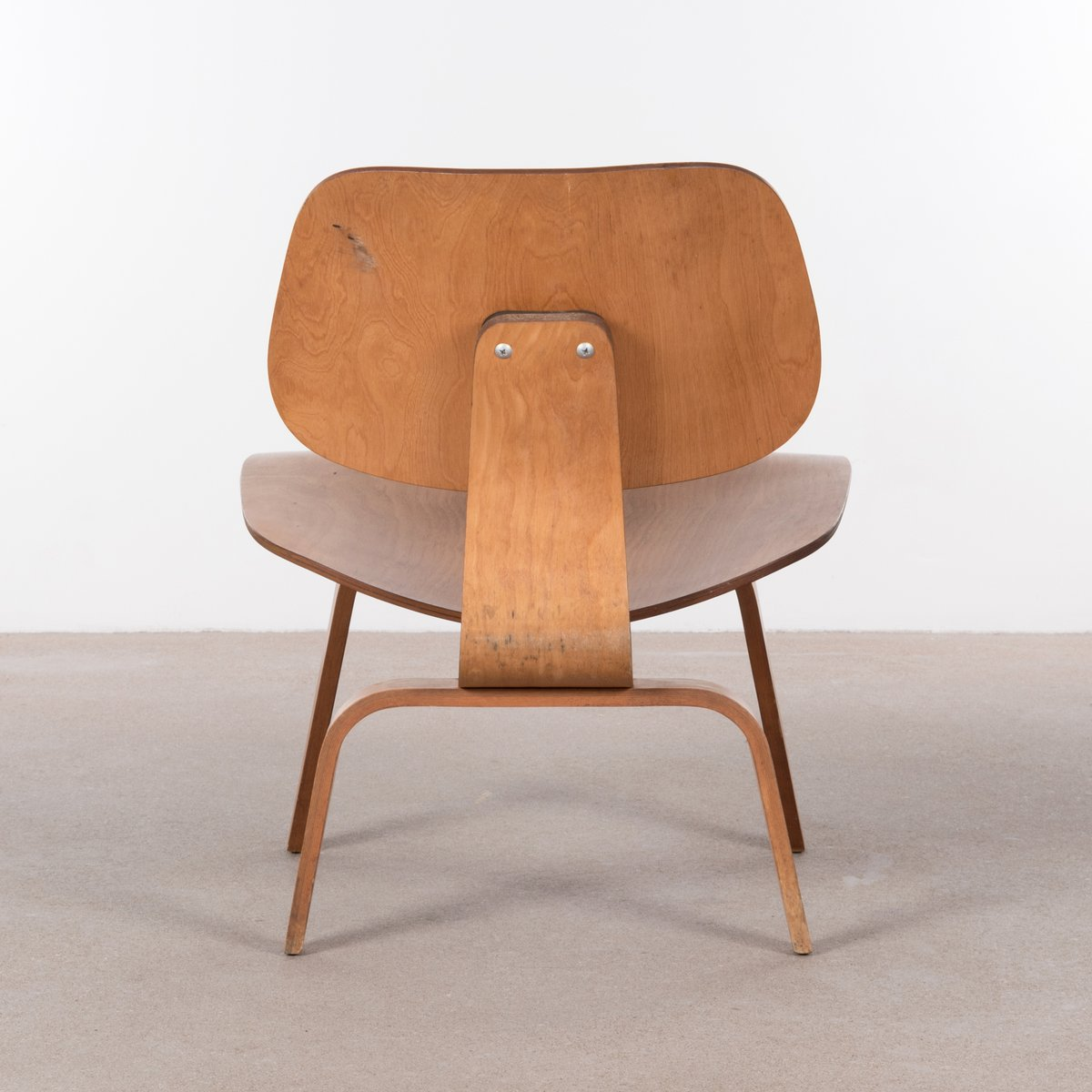 american lcw maple lounge chair by charles ray eames for. Black Bedroom Furniture Sets. Home Design Ideas
