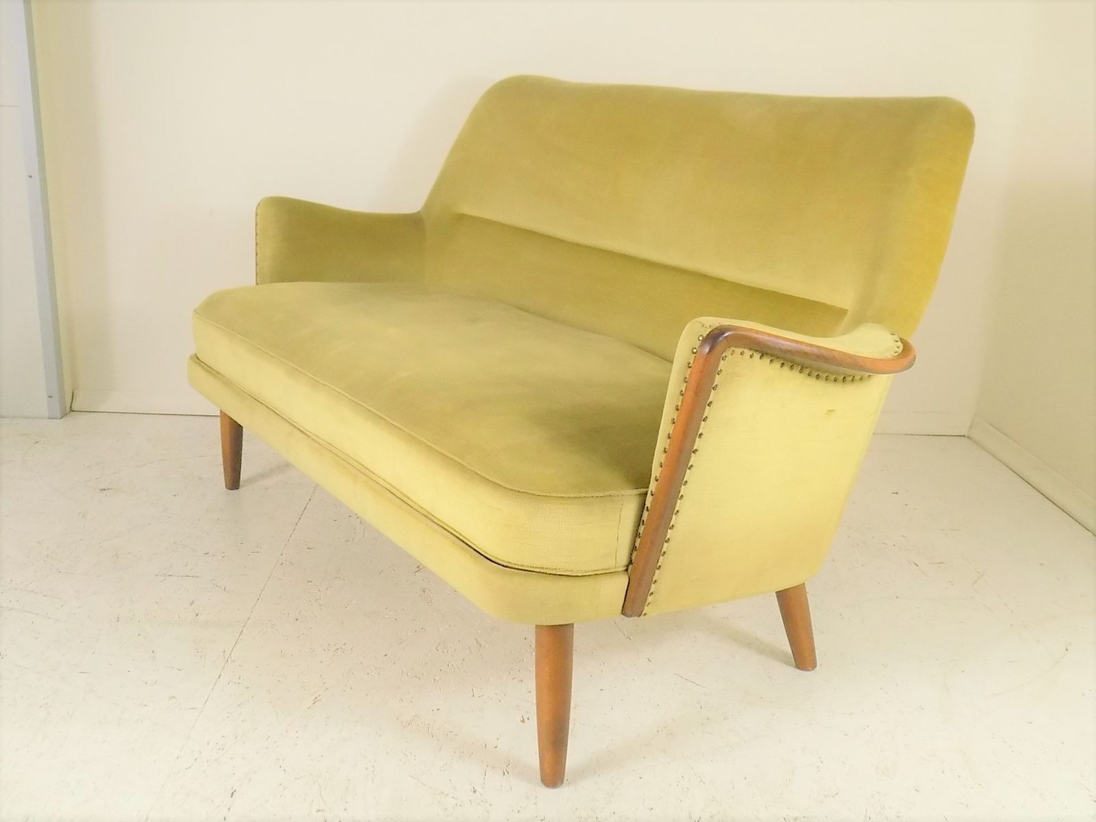 vintage sofa aus buche samt 1960er bei pamono kaufen. Black Bedroom Furniture Sets. Home Design Ideas