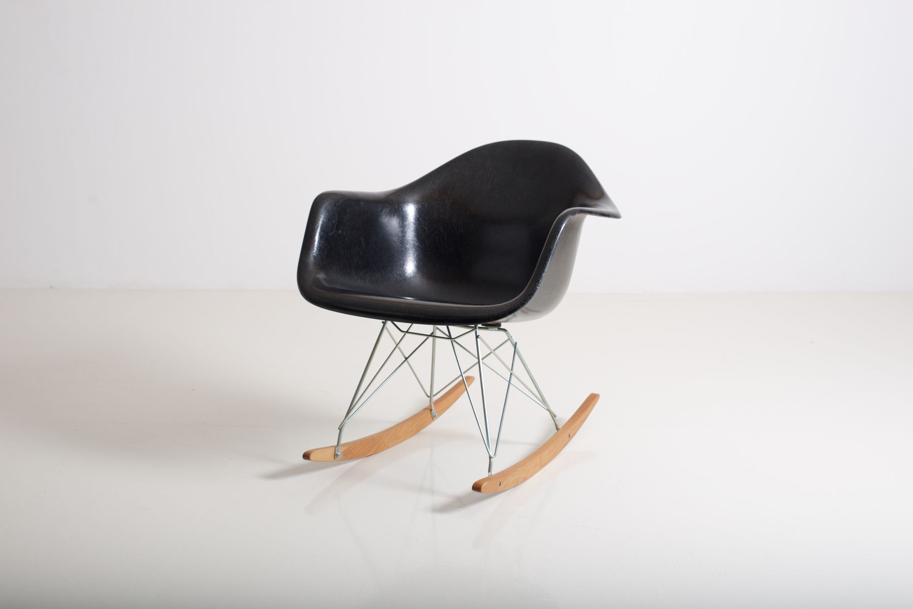 Rar rocking chair by charles ray eames for herman miller for sale at pa - Herman miller chair eames ...