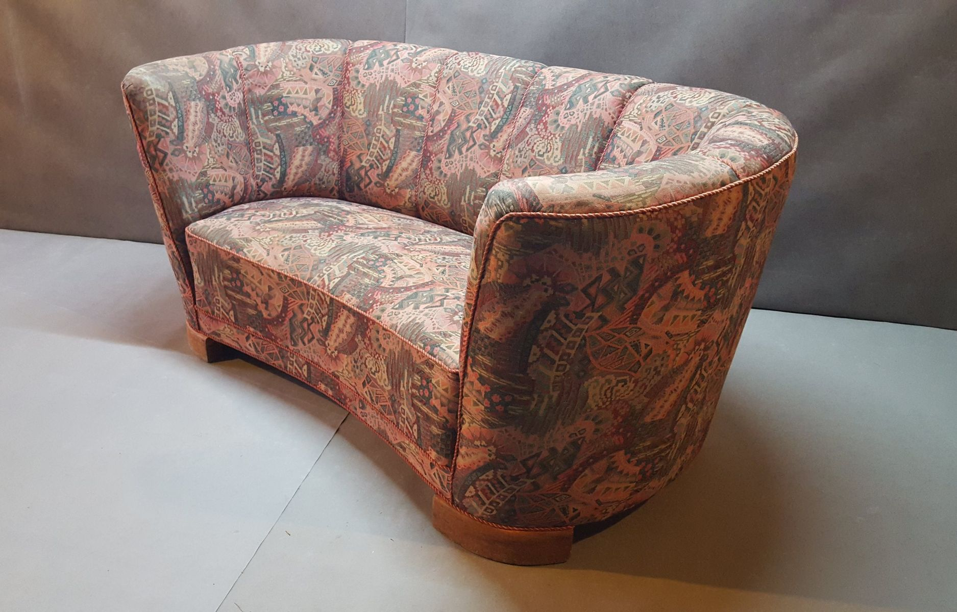 d nisches vintage sofa in bananenform 1950er bei pamono kaufen. Black Bedroom Furniture Sets. Home Design Ideas