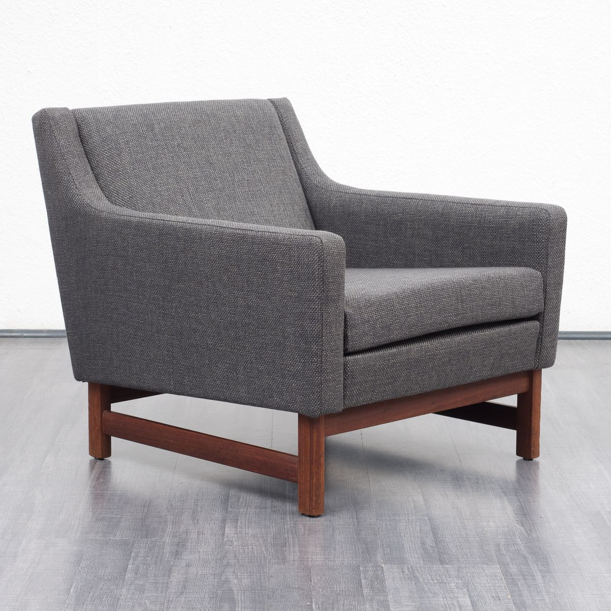 grauer vintage sessel 1960er bei pamono kaufen. Black Bedroom Furniture Sets. Home Design Ideas