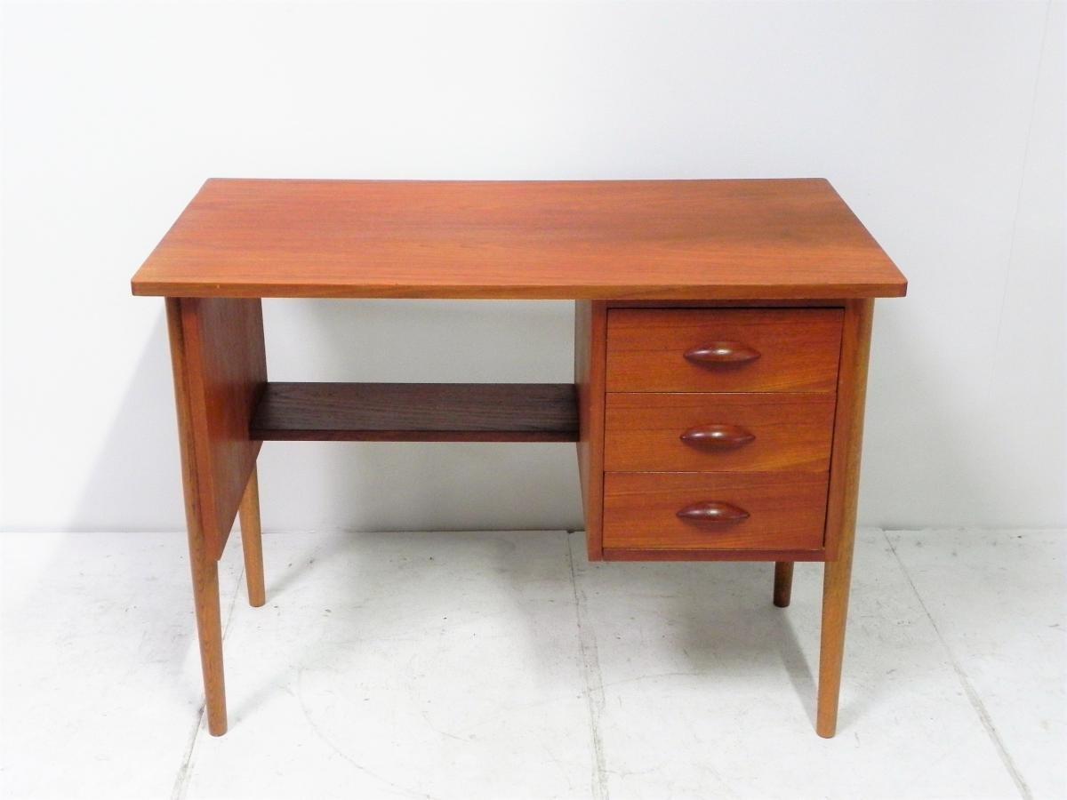 kleiner d nischer vintage teak schreibtisch bei pamono kaufen. Black Bedroom Furniture Sets. Home Design Ideas
