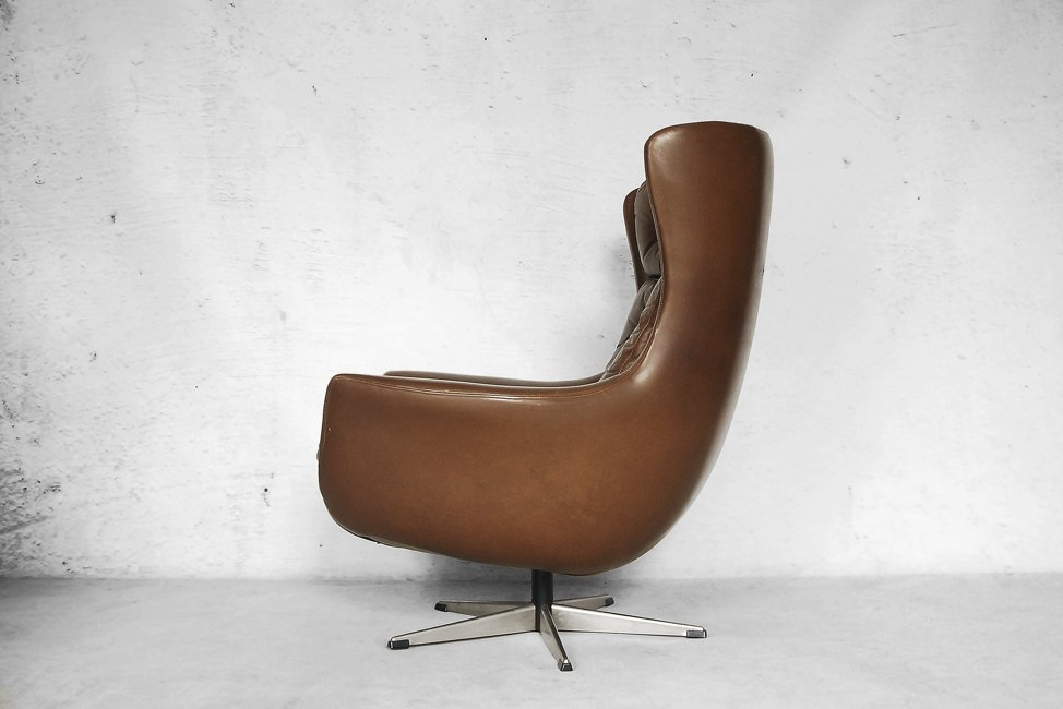 Mid Century Modern Leather Egg Shaped Chair 1960s for sale at Pamono