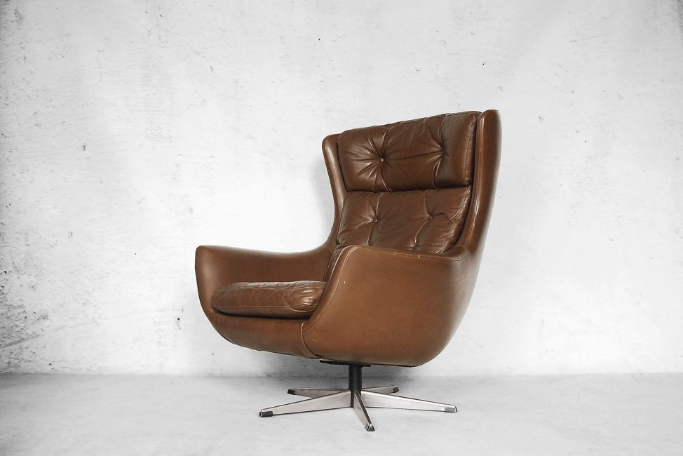 Mid century modern leather egg shaped chair 1960s for for Mid century modern leather chairs