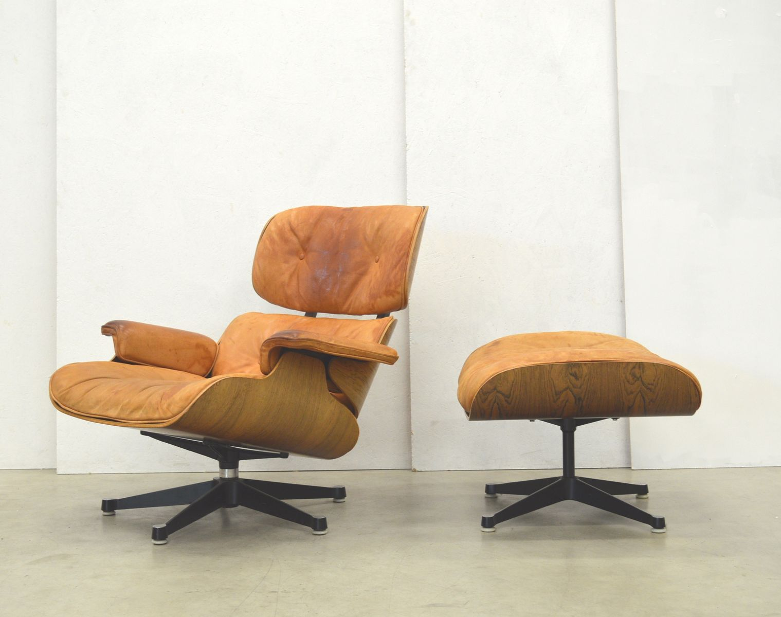 rosewood lounge chair ottoman by charles ray eames for. Black Bedroom Furniture Sets. Home Design Ideas