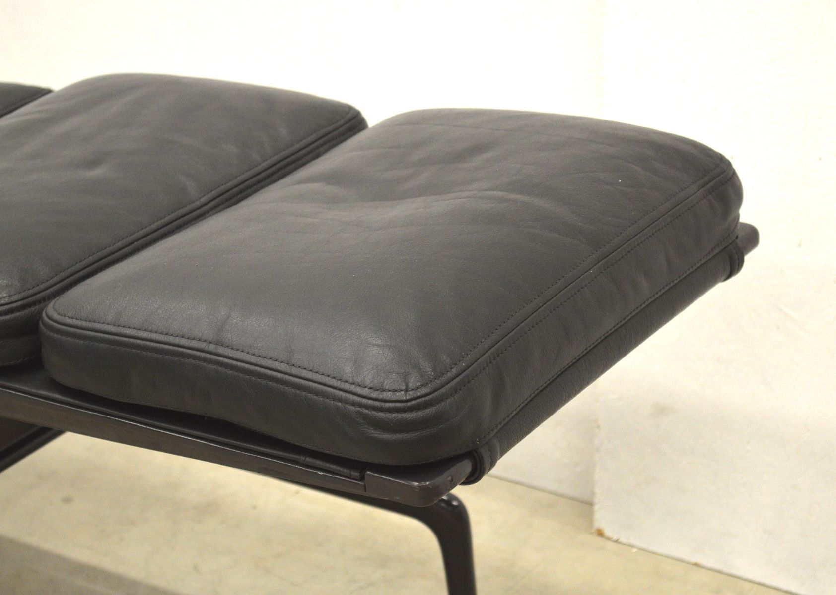 Es106 soft pad la chaise by charles ray eames for vitra for Chaise charles eames