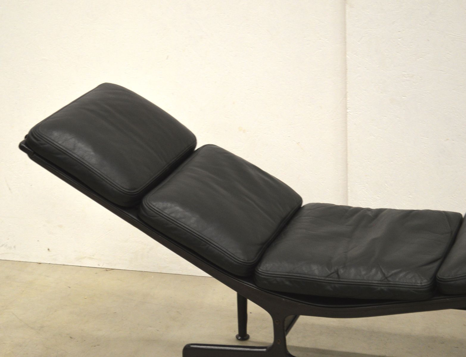 Es106 soft pad la chaise by charles ray eames for vitra 1980s for sale - Charles eames chaise ...