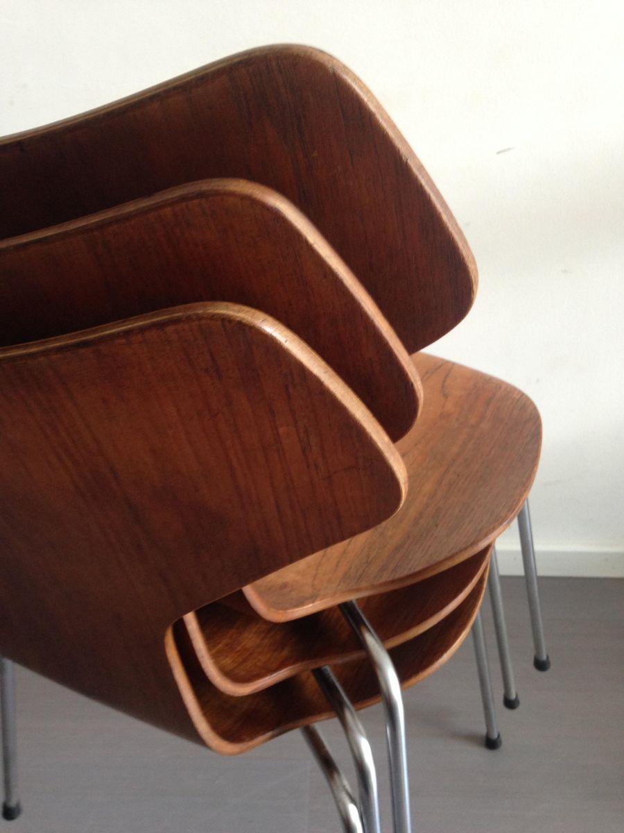 model 3130 grand prix chairs in teak by arne jacobsen for fritz hansen 1967 set of 3 for sale. Black Bedroom Furniture Sets. Home Design Ideas