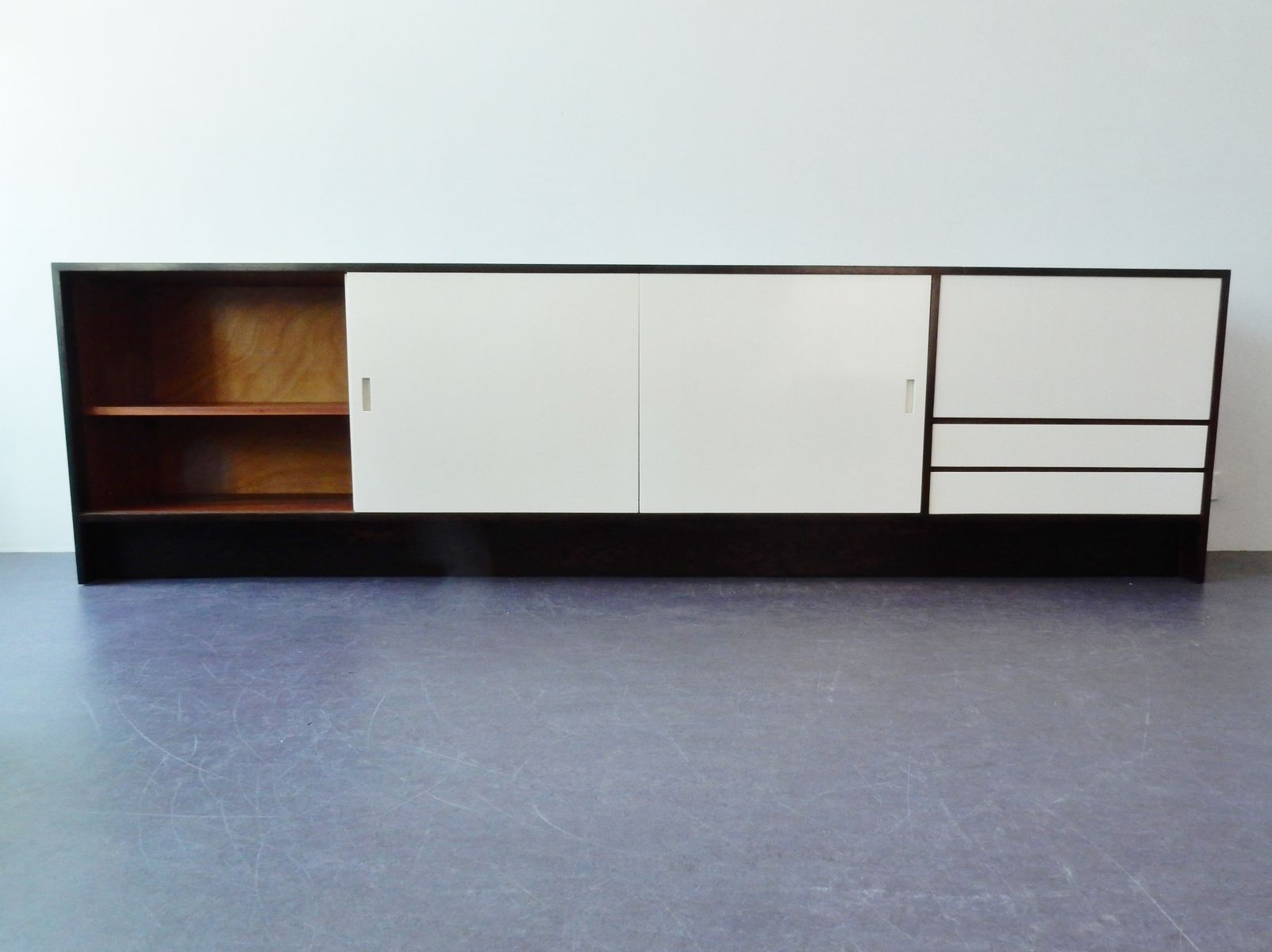 gro es niederl ndisches weng furnier sideboard 1960er bei pamono kaufen. Black Bedroom Furniture Sets. Home Design Ideas